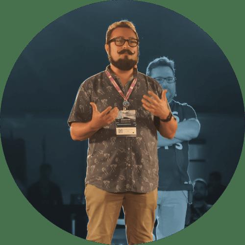 Eduardo moderando un panel en ILA 2018, Rio de Janeiro, Brasil.